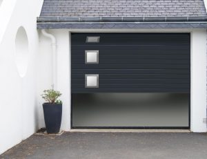 jlc-renov-saulieu-porte-de-garage-detail-hublot-alunox-ambiance